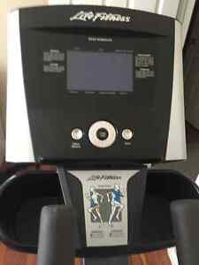 Life Fitness Elliptical Cambridge Kitchener Area image 2