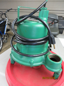 "New1-1/2"" Hydromatic Submersible / Cast Iron Effluent Pump .33HP"