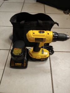 Dewalt 18V Drill with charger, bag and (2) batteries