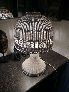 VINTAGE MUSHROOM WHITE WICKER TABLE LAMP RARE SHABBY CHIC