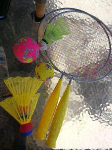 a vendre 3 raquettes pour tennis et 2 pour badminton squash 10 $