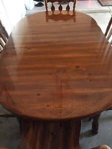 ***MOVING SALE – GORGEOUS CLASSIC SOLID OAK DINING ROOM SET***