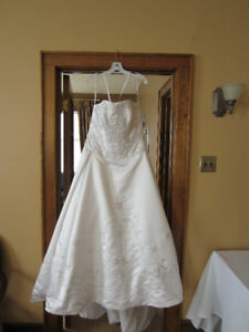 Oleg Cassini Collection Bridal Gown Never Worn. Brand New tag on