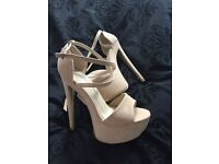 High heels size 5 25pound brand new