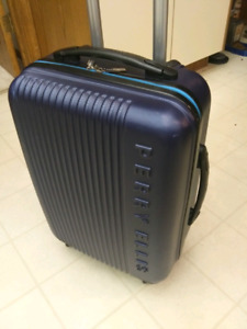 PERRY ELLIS CARRYON SUITCASE 4 WHEELER! ONLY $80