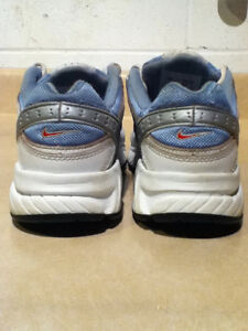 Women's Nike Running Shoes Size 7 London Ontario image 2