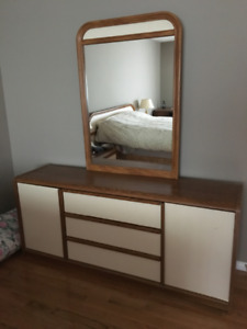 QUEEN SIZE BEDROOM SET INCLUDING BOX SPRING AND RAILS FOR SALE