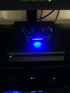 PS4 Slim 500GB 1 controller and 6 games