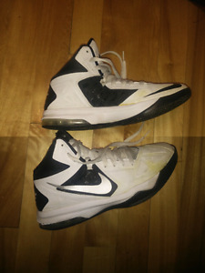 Nike Air Max Body U Tb SIZE 6.5, TAILLE 6.5