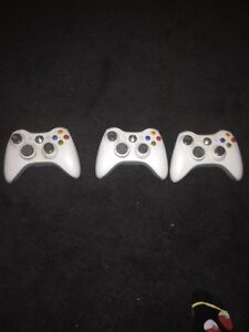 Xbox 360 with 11 games, and three controllers 130$ Windsor Region Ontario image 2