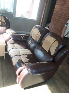 Free reclining love seat and chair