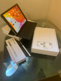 "iPad Pro 9.7"" with Apple Smart keyboard and pencil"