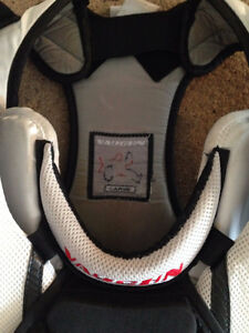 Vaughn Vision Jr. Large Goalie Chest Protector Kitchener / Waterloo Kitchener Area image 2