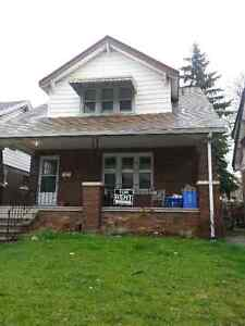 FEMALE STUDENTS- 444 RANDOLPH FOR RENT 2MIN UWIN
