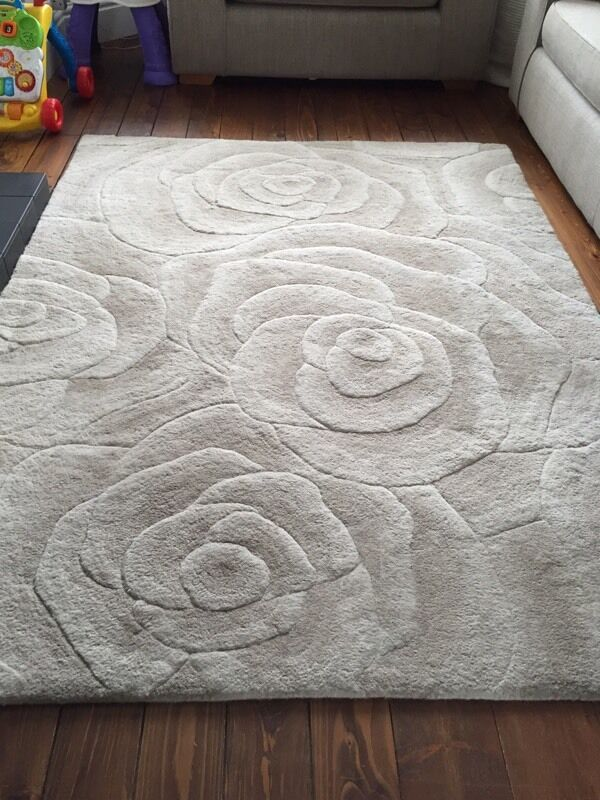 Rose Patterned Wool Rug B Q