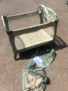 Graco Pack & Play Playpen with Carrying bag and Bassinet