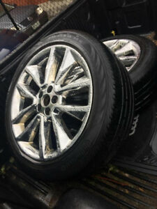 SELLING 19 INCH CHROME RIMS WITH TIRES