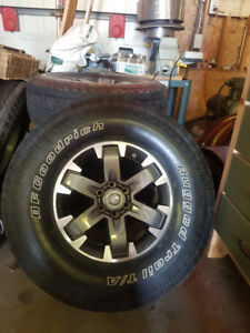 Nissan Pro4X Rims and Tires