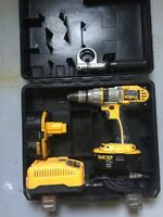 Dewalt 18 V hammer drill with two batteries and a charger