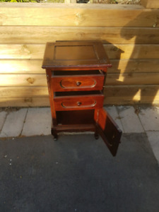 Side cabinet/Night table