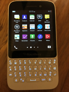 BlackBerry Q5 factory unlocked white SQR100-2 Smartphone