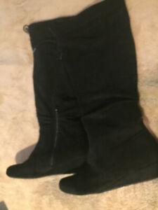 Women's Suede Boots, Great condition!