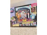 Littlest pet shop style set. Comes with 1 Lps and accessories!