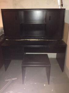 Bureau en bois teint noir