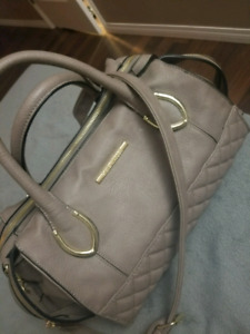 GUESS PURSE & WALLET