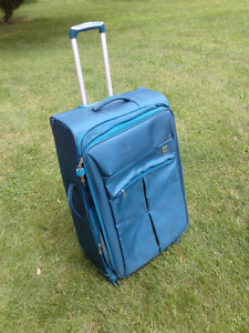 """Atlantic 28"""" Expandable Spinner Luggage"""