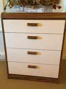 Matching Bedroom Furniture 8 pieces  Excellent Condition West Island Greater Montréal image 4