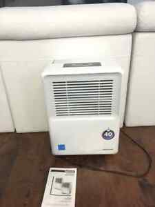 Honeywell dehumidifier 40 pint, like new