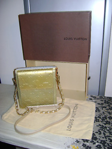 21a382025a16 Louis Vuitton Vernis Green Bag  TH1020 - Authentic - PRICE FIRM