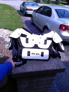 FOOTBALL TPX M-L CHEST PROTECTOR