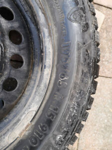 """Ford Focus 15"""" rims with winter tires"""