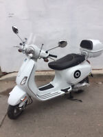 Great condition Vespa LX150 with windshield and case! City of Toronto Toronto (GTA) Preview