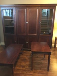 Commode centrale et 2 armoires , table à café et de coin