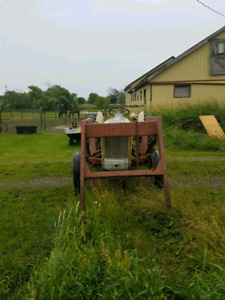 Ford Jubilee 1952 gas tractor with loader