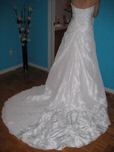 Robe de Marriage portée une seule fois taille 6 West Island Greater Montréal image 5