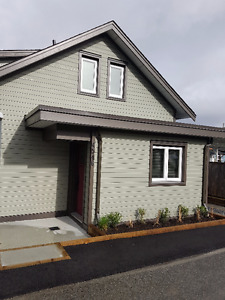 1 BED + DEN/BEDROOM, 2 BATH LANEWAY HOME - DOG & CAT FRIENDLY
