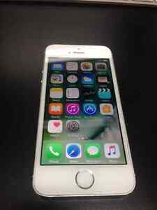 iPHONE 5S SILVER ROGERS/CHATR MINT CONDITION