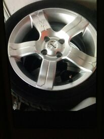 4x Fox Racing alloy wheels with Sport F2000 tyres