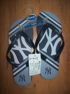 NEW : WOMENS SIZE SMALL ( 7 -8 ) NEW YORK YANKEES SANDALS MLB