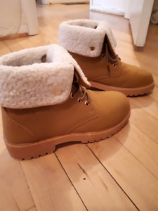 Women's size 7 boots tried on for few minutes