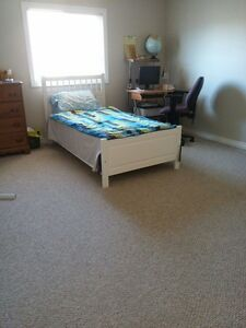 *FEMALES ONLY* All-incl. & furnished rooms w/ full 3-piece bath