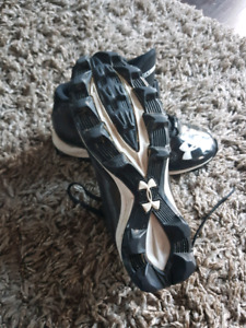 Youth Lacrosse / football cleats sz 3
