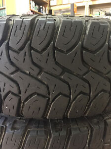 A SET OF FOUR GOOD USED OFFROAD TIRE MICKEY THOMPSON LT305/70R18