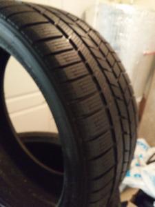 je vends 04 pneus d hiver 295/35R21 PIRELLI SCORPION .