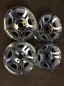 15 inch mags with tire pressure sensor. Call only 514 488 5167