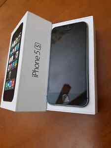 Iphone 5s 16gb  lock to Rogers and Chatr with box